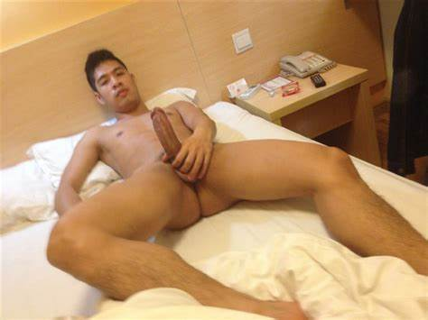 Hunk Bangs A Oriental Playgirl With His Cock